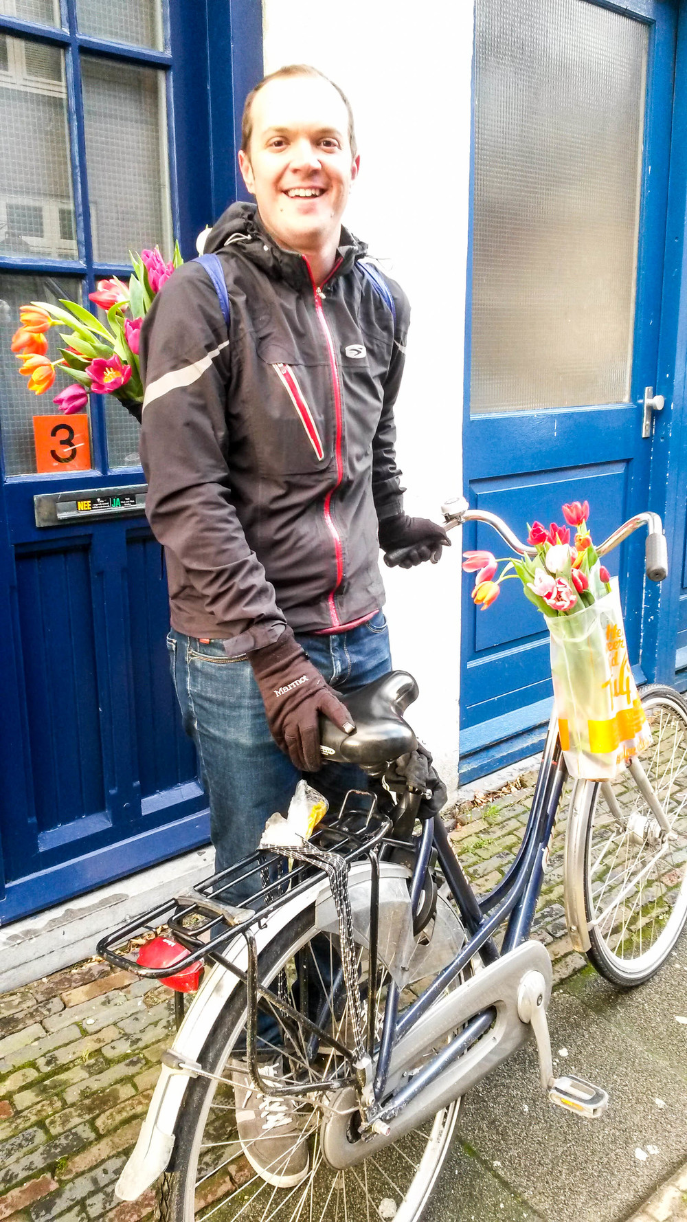 How did we get home with our tulips? By train and then by bike, of course!