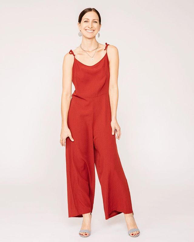 Keep up those smiles! You still have today to order & receive by Christmas! Oh & there is free shipping 😏 Use OHSHIP at checkout.🎄 #auandco • • • • • • 📸 @nicolecaldwellphoto #currentlywearing #streetlook  #jumpsuitstyle #lookbook#whatiwore #whatiworetoday #jumpsuit #auandco #casualstyle #christmasstyle  #outfitoftheday #fashionaddict #fallready  #fromwhereistand #fashiongram#fashiondaily #styleiswhat #postthepeople#sustainablefashion #outfitinspiration #ethicalfashion  #theblogissue #minimalstyle #jumper #holidaystyle  #ethicalfashion #streetstyleinspo #ootd #outfitpost