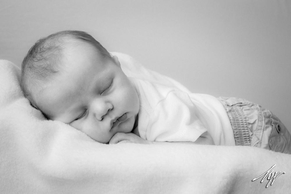 Brody_Newborn_BW-7_mw.jpg