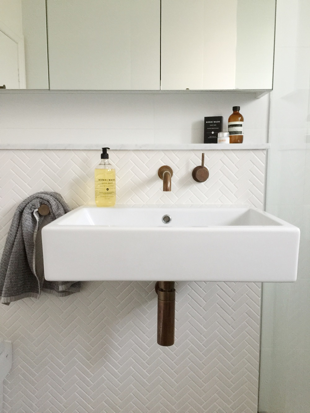 Bathroom tour - White and aged brass — The Little Design Corner