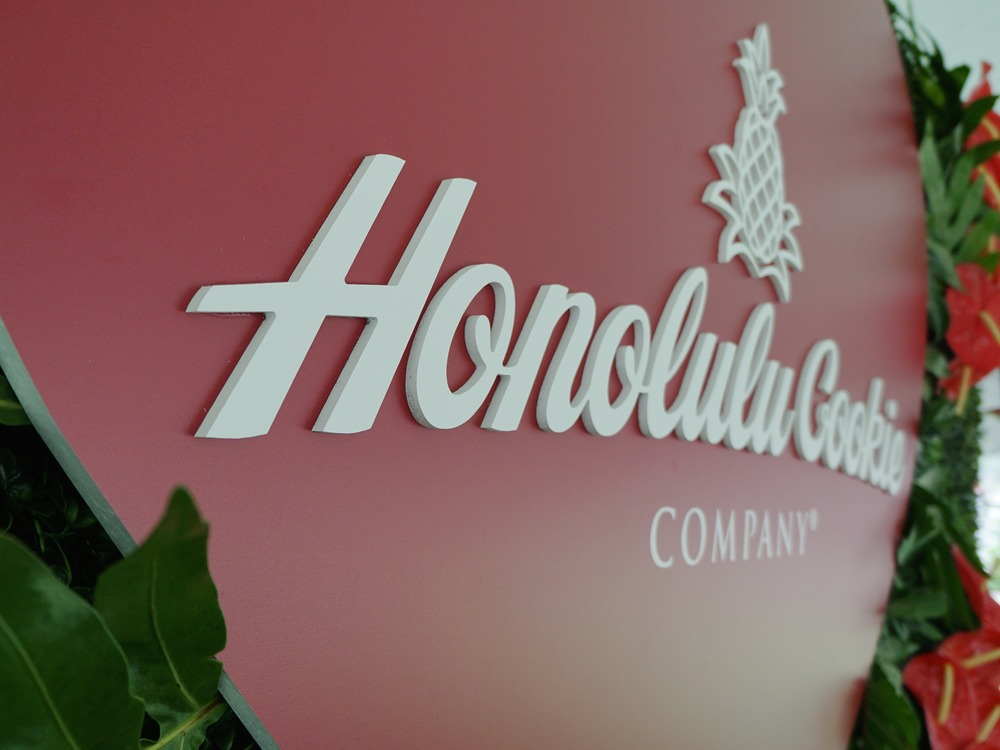 Curate-Honolulu-Cookie-Company-Valentines-Sign.JPG
