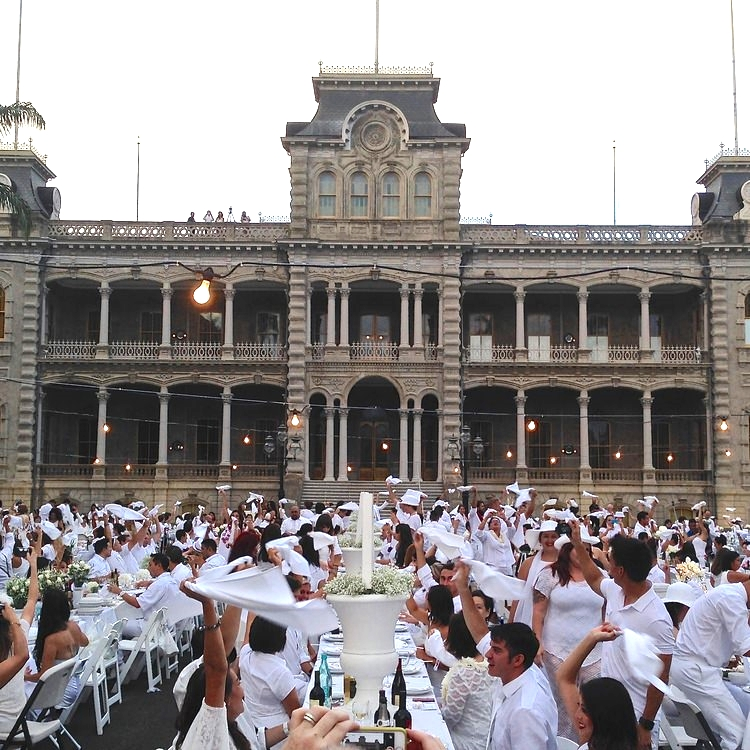 Curate-Diner-En-Blanc-Iolani-Kings-Table.jpeg