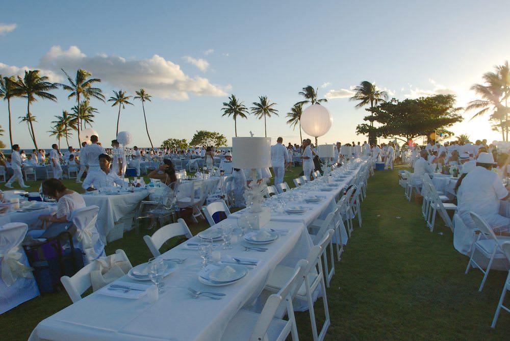 Curate-Diner-en-Blanc-Table.jpeg