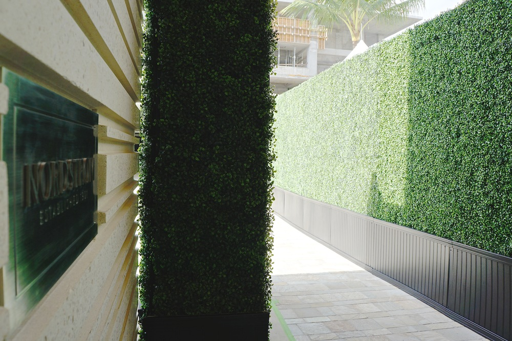 Curate-Boxwood-Wall-Nordstrom-5.JPG