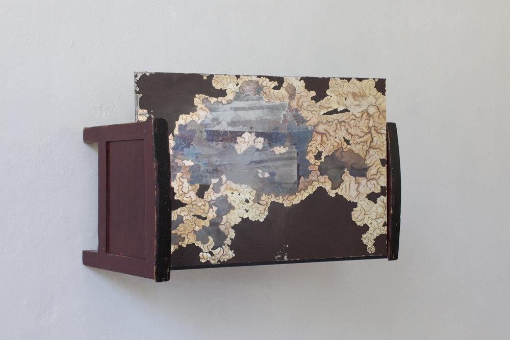 Stanza#2 2013 - Lettino in legno e specchio - cm 36x35x51