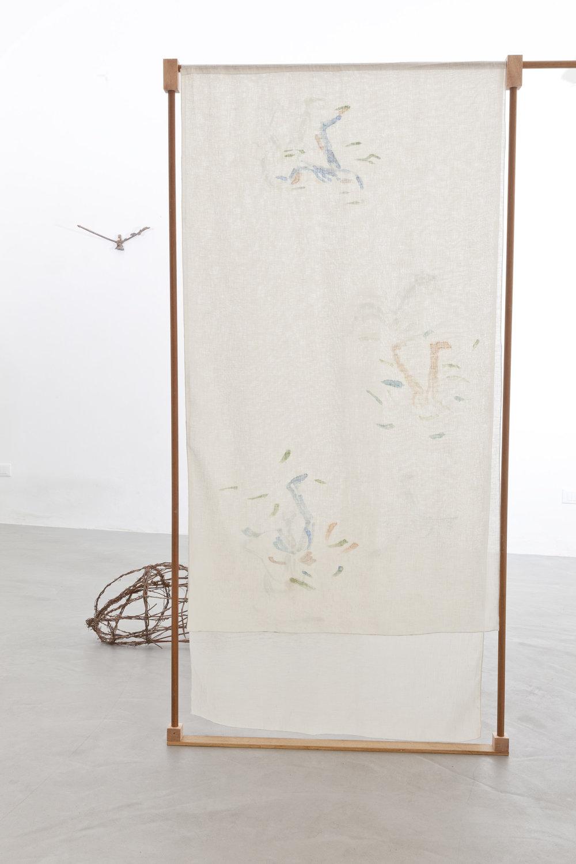 B. Meoni,  Failing, falling, failing , 2018, Separé, lino dipinto e legno, cm 240x90