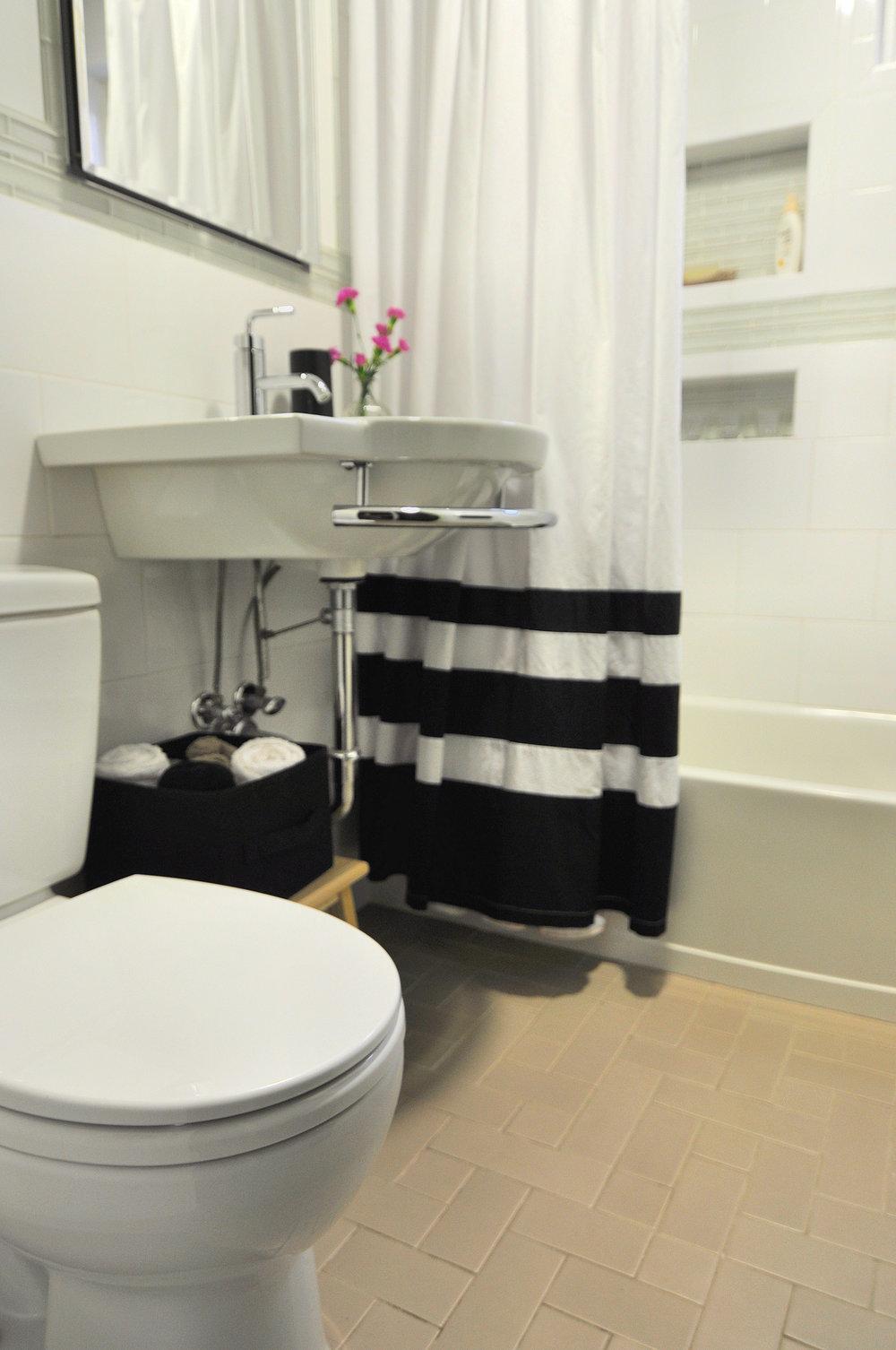 my bathroom 8.jpg