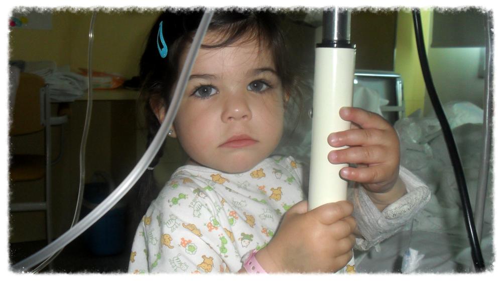 Primer ingreso hospitalario en el Hospital Sant Joan de Déu, Abril 2011. Anita tenía 2 añitos cuando comenzó su lucha.