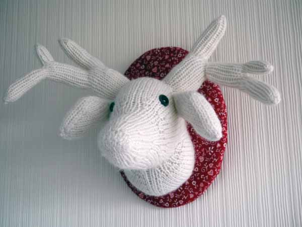 Knitted dear head - vegan taxidermy