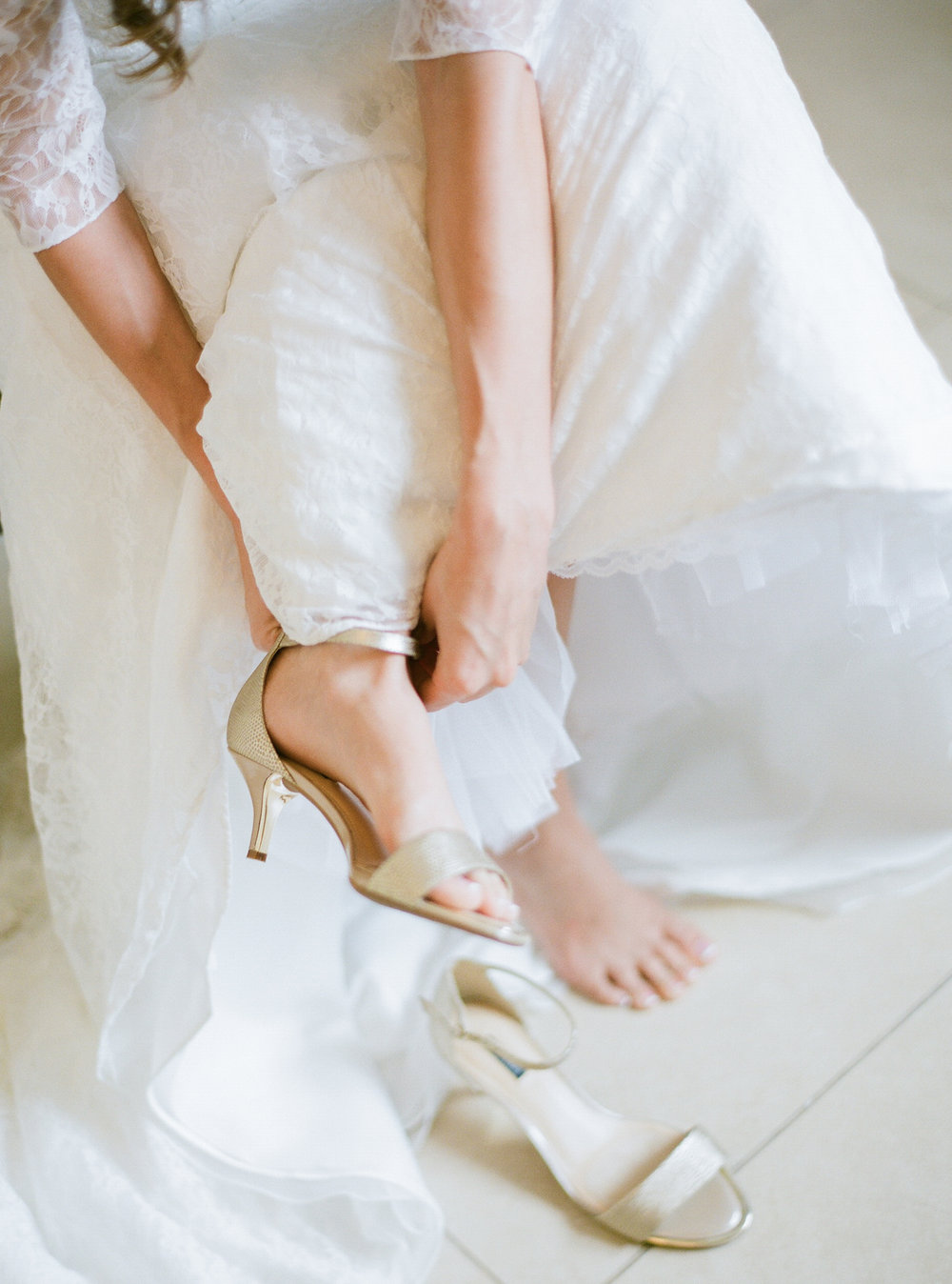 Gold wedding shoes | Intimate Florida Wedding | Jennifer Blair Photography