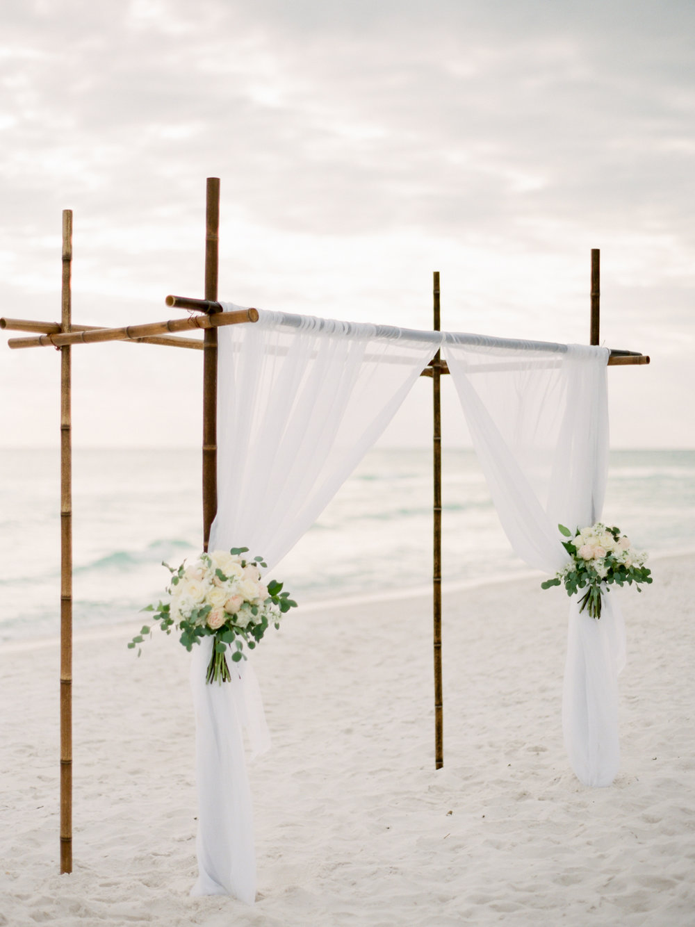 alys-beach-wedding-kayliebpoplinphotography-floralsbythesea