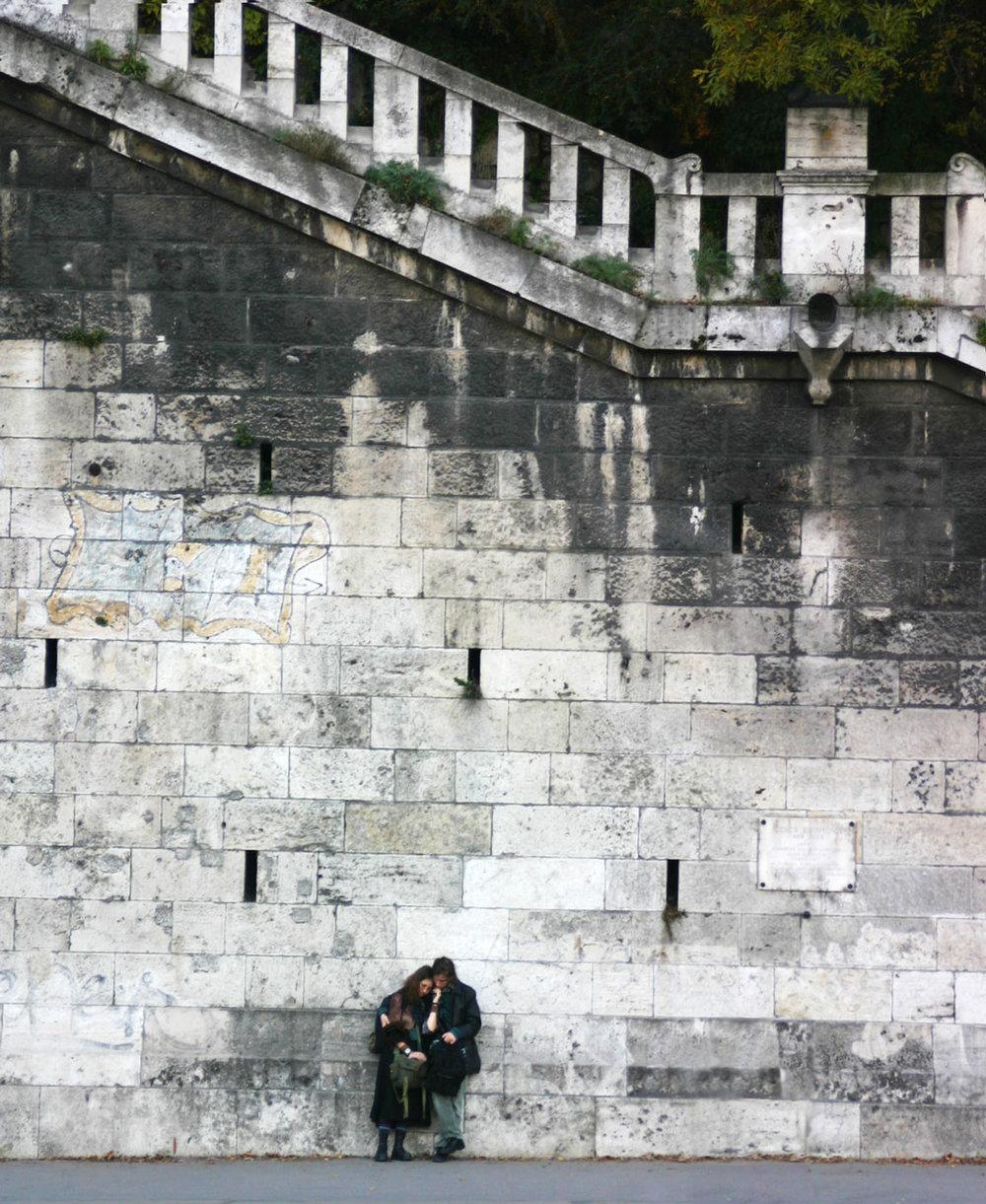 Budapest_wall_couple-web2016.jpg