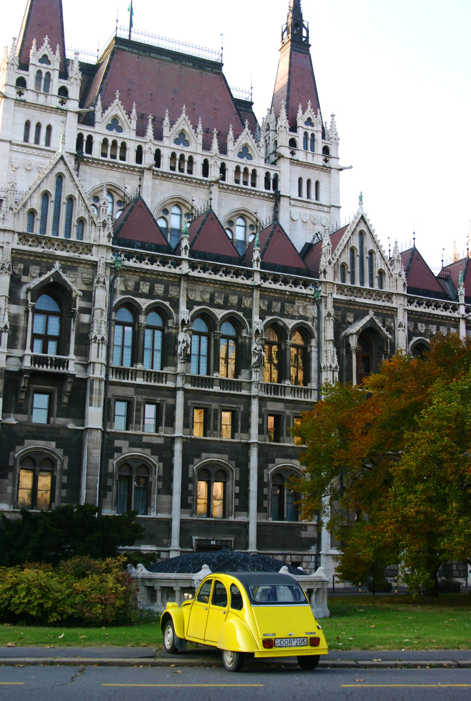 Budapest_yellowcar_web2016.jpg