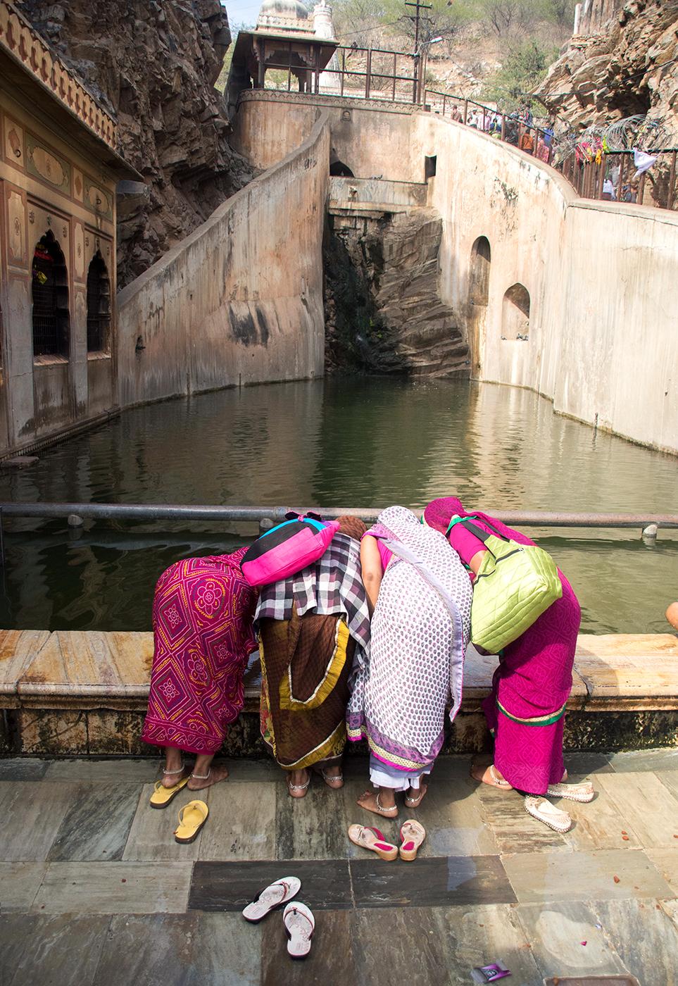 Indian_women_temple_web2019.jpg