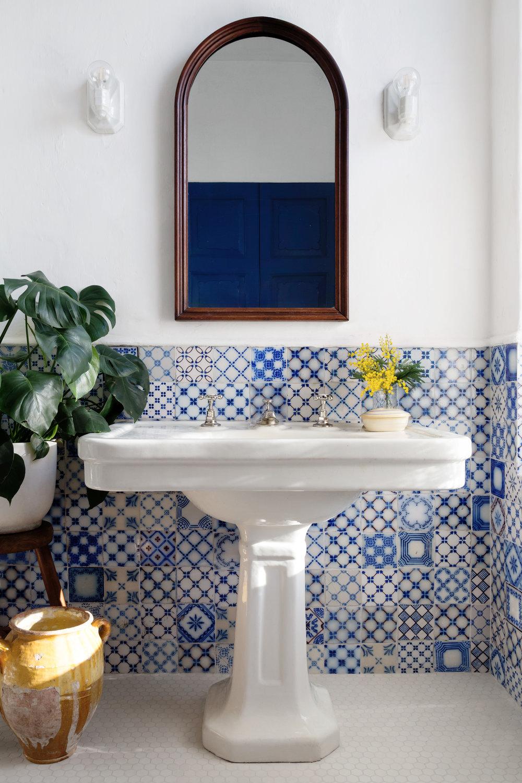guest_bathroom_02.jpg