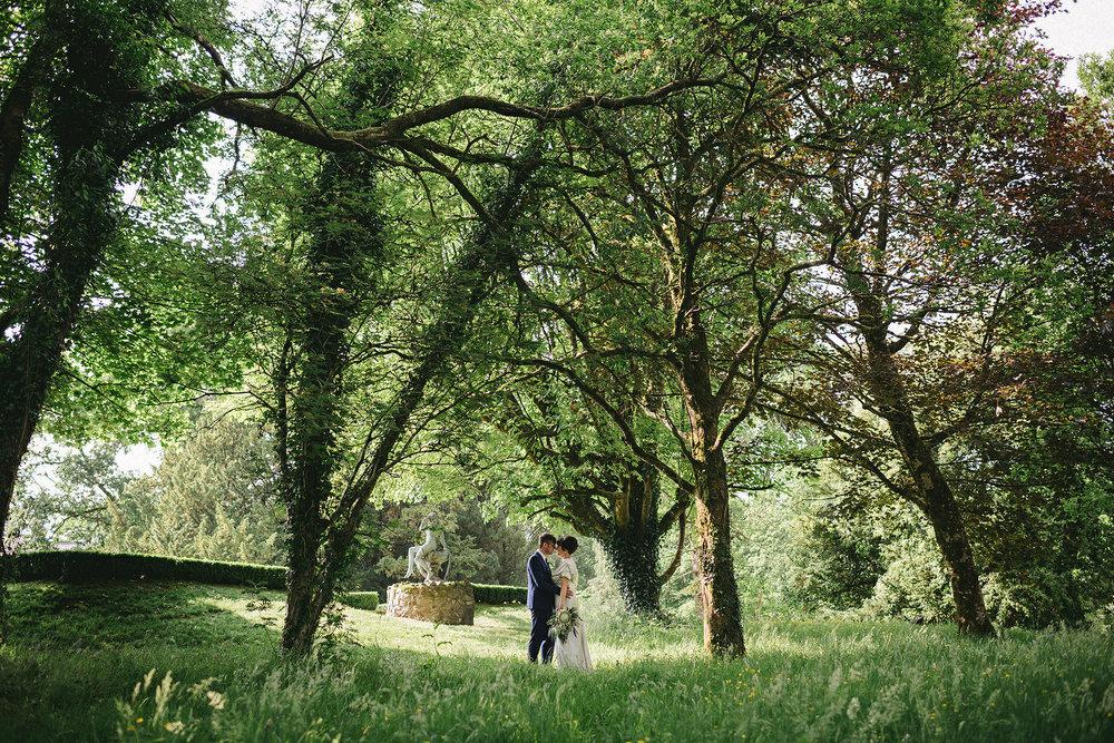 Virginia lodge wedding photos. Simple Tapestry Wedding Photographers.