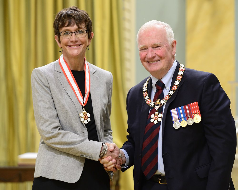 Professor Brenda Andrews with Governor General David Johnston (Photo by Vincent Carbonneau)