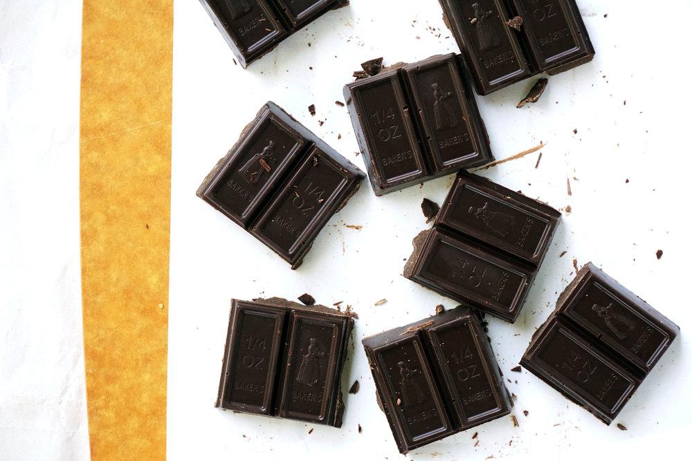 Salted Cashew Caramel Dark Chocolate Cups (Vegan, GF, Paleo)