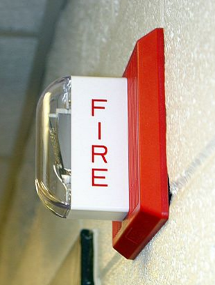 Fire alarm notification using strobe and horn