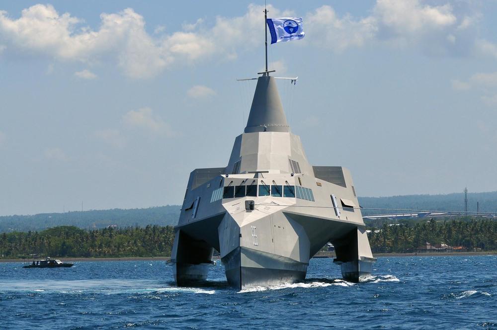 63m FAST MISSILE TRIMARAN Forward Profile .jpg