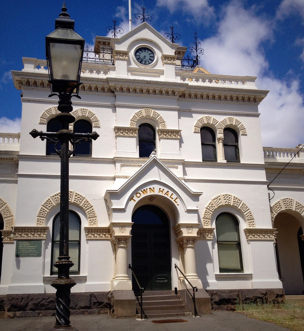 Hello Clunes Town Hall. You're purrdy.
