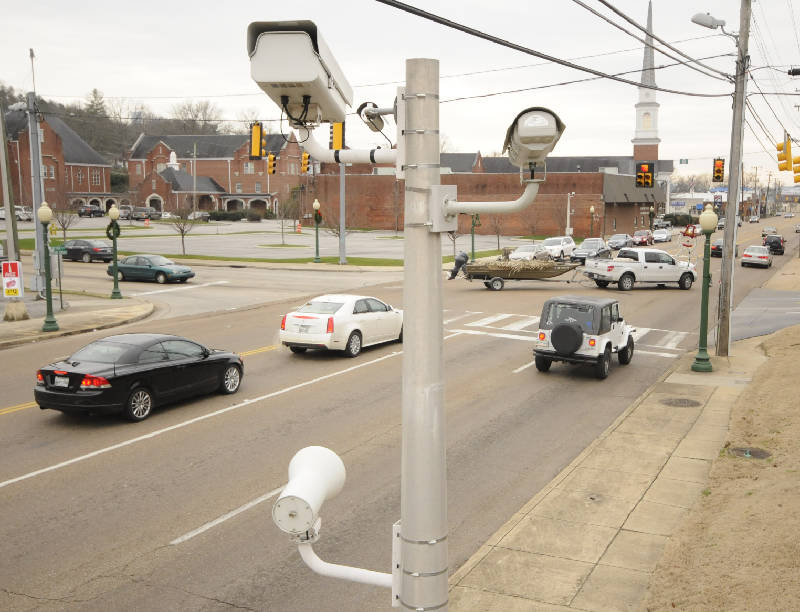 Smile, Red Bank!: Those traffic cameras aren't shutting down just yet  At midnight Jan. 19, the traffic cameras on Dayton Boulevard in Red Bank will go dark.