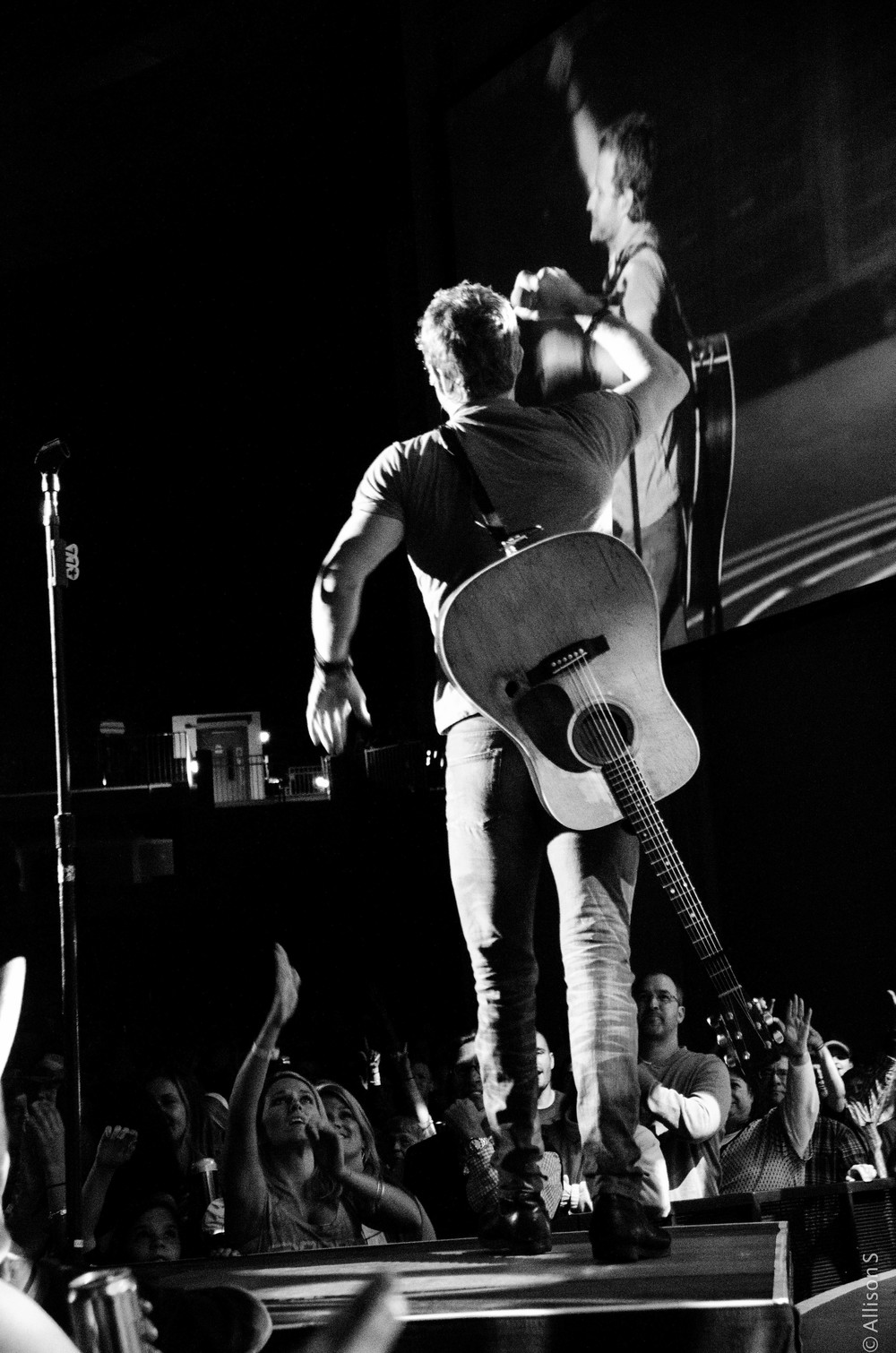 dierks-bentley_14221833110_o.jpg