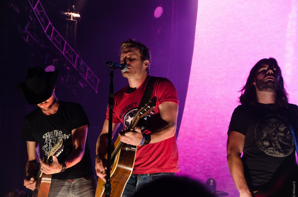 dierks-bentley_14428611953_o.jpg