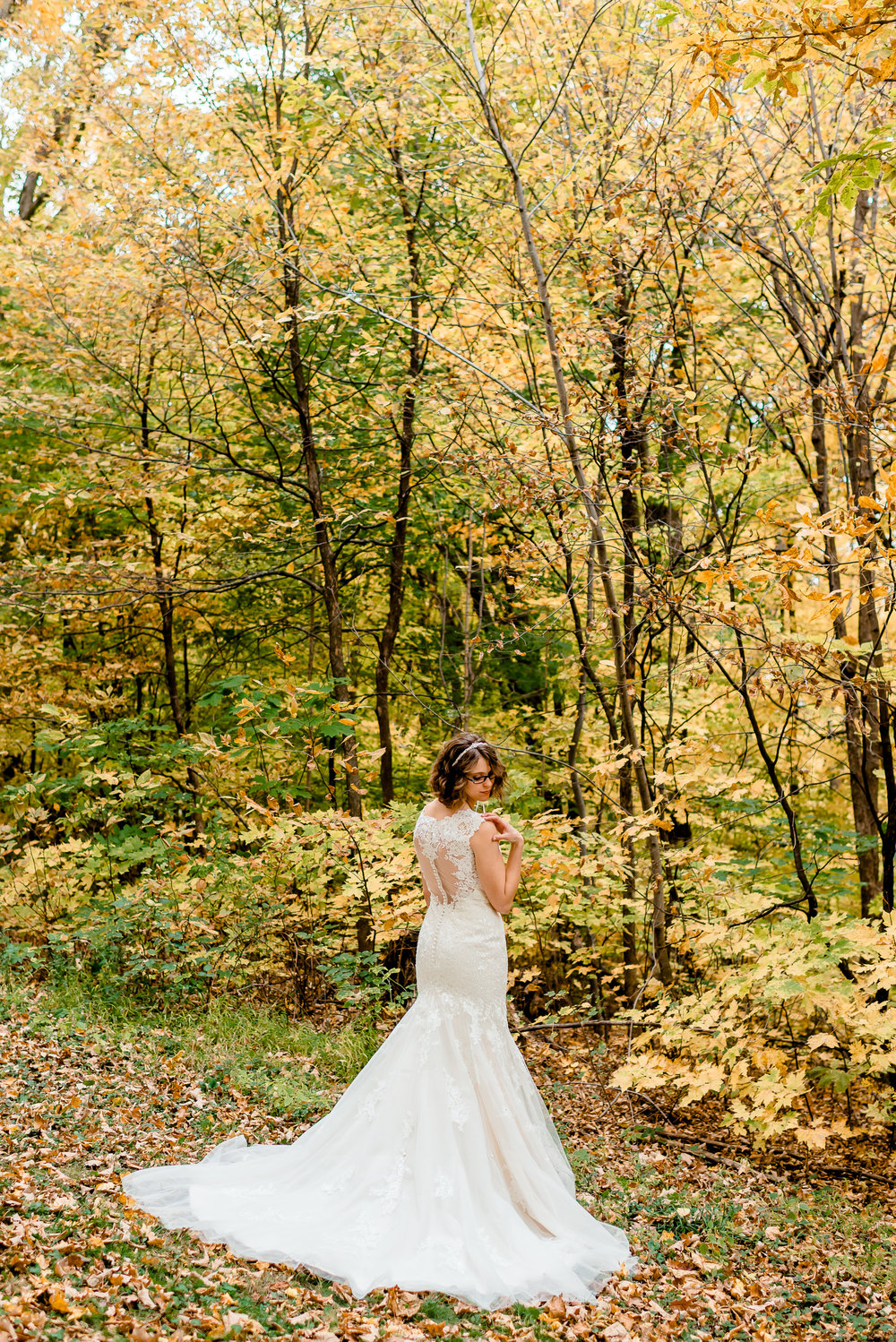 Beautiful Bride at MN Landscape Arboretum - Fall Colors Outdoor Wedding - MN Wedding Photographer