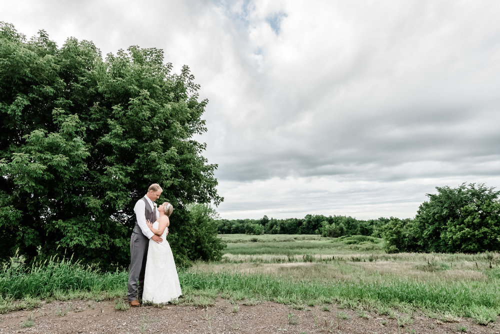 Bloom Lake Barn - Shafer, MN Wedding PHotographer