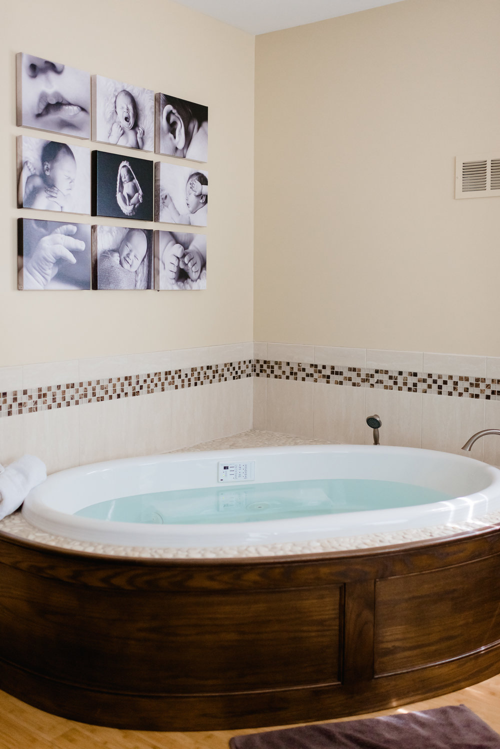 Birthing Tub at Health Foundations Birth Center - Minnesota Birth Photography