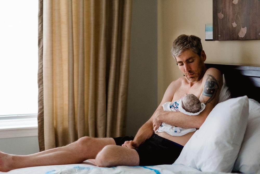 Daddy Baby Skin to Skin Time - MN Newborn Photographer - Health Foundations Birth Center