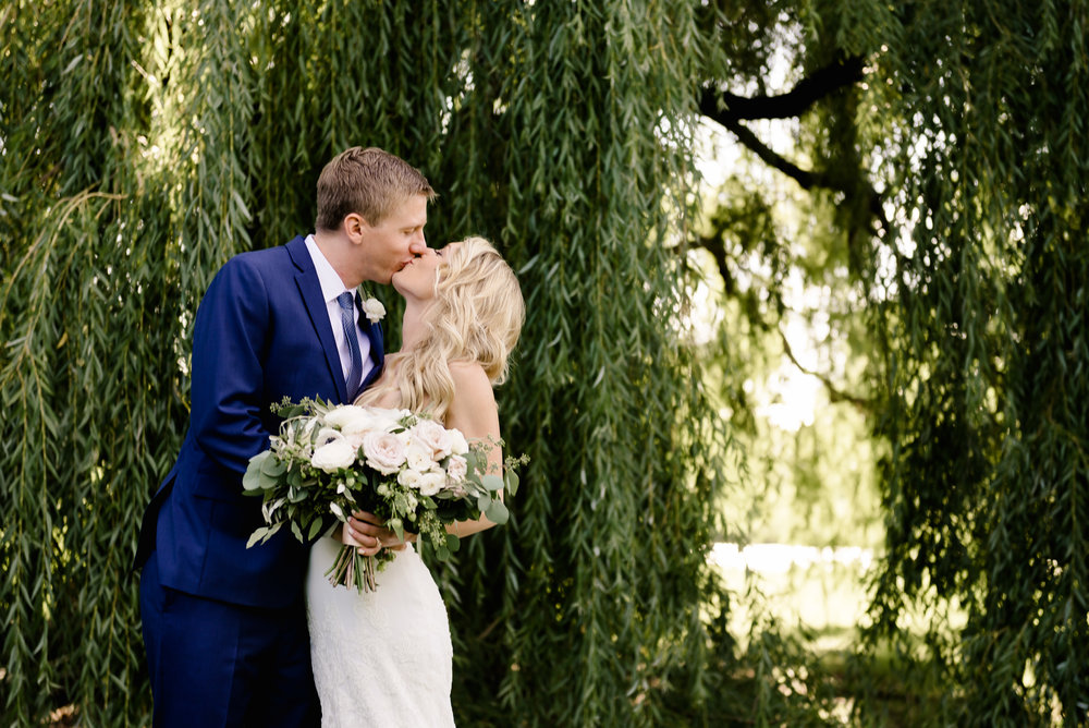 MN Landscape Arboretum Wedding - Weeping Willow Trees Bride and Groom Kissing - Laura Robinson Photography