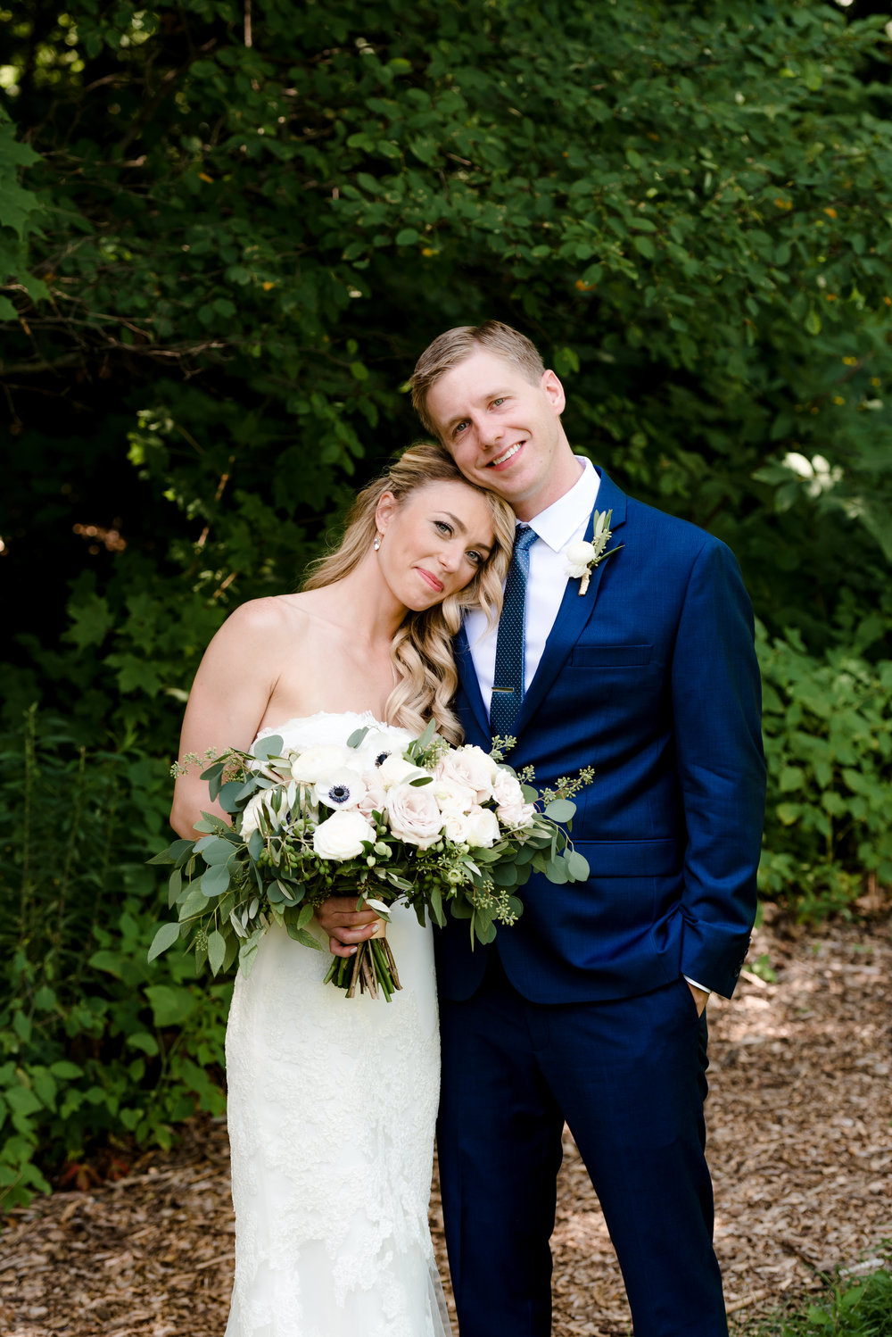 Peaceful Bride and Groom - Minnesota Landscape Arboretum Wedding - Laura Robinson Photography