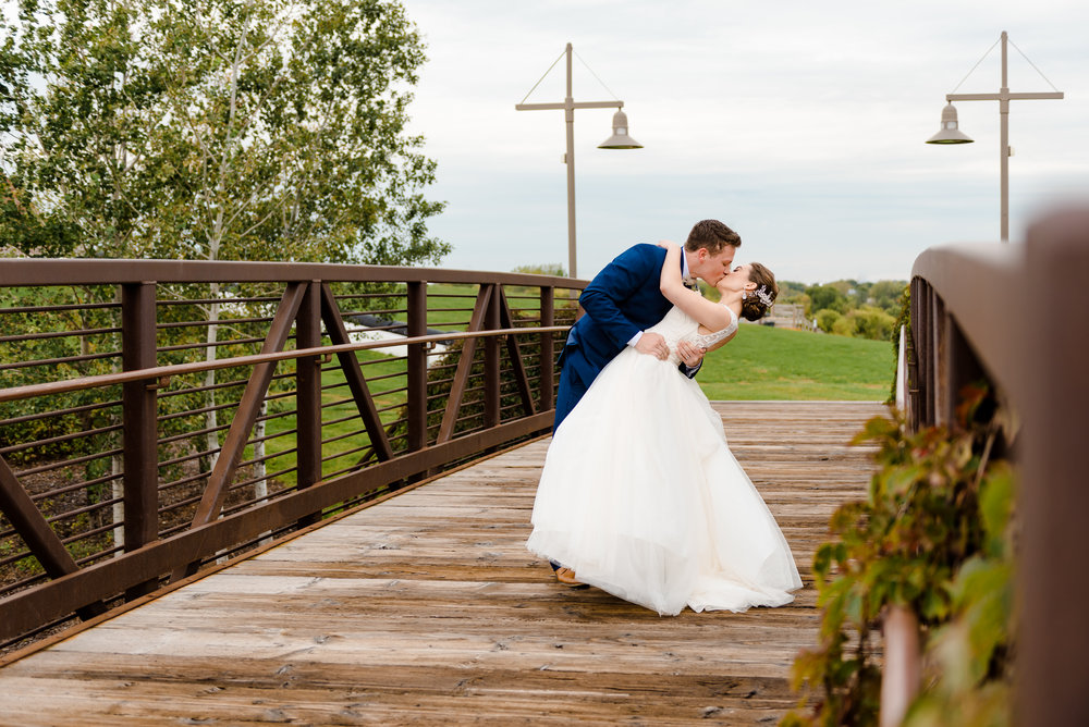 MORIAH + JAKE - ELEGANT FALL WEDDING AT ELM CREEK CHALET