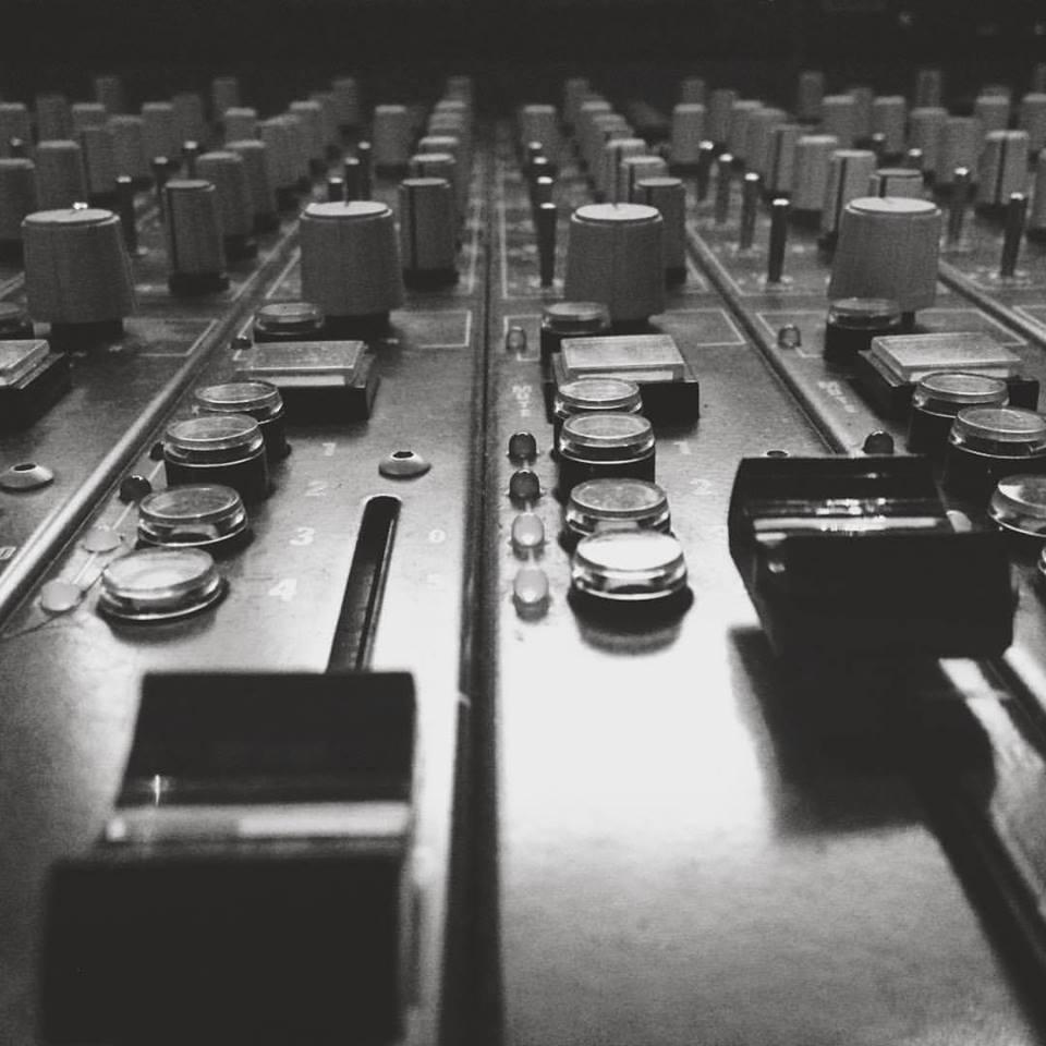 le mixage de vos morceaux - CONTACTEZ NOUs