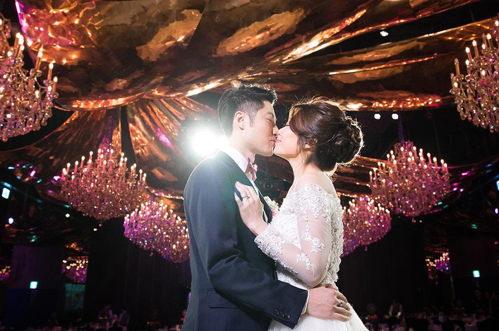 婚禮攝影: Steven + Jeanie @ 台北君品 平面婚攝: Ray Wang, Hung Chen Wedding Photographers: Ray Wang, Hung Chen Location: PALAIS de CHINE HOTEL, Taipei, Taiwan Groom & Bride: Steven + Jeanie Special Thanks: Linchpin Miao  婚禮當天,也是Jeanie的生日^^ 是一場歡樂、感動、有淚水編織而成的生日派對 想起全部的賓客, 一起為Jeanie唱了生日快樂歌 這絕對是難忘的生日:)