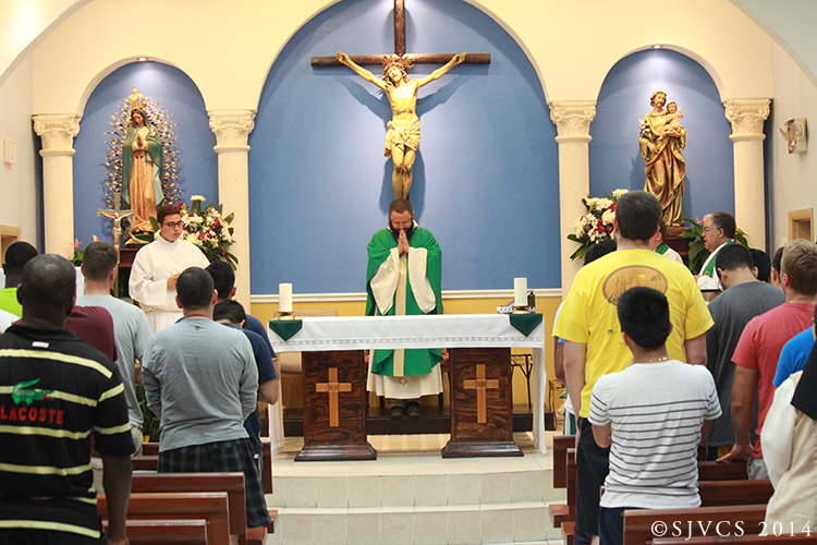 The day begins with Mass celebrated by Fr. Jesús Alberto Bohórquez, Pastor of St. Ann Mission