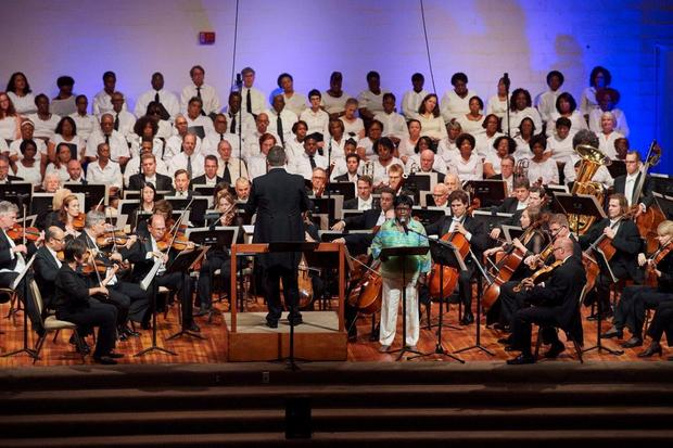 "Judge Patricia Ann Blackmon made a guest appearance with the Cleveland Orchestra and conductor Brett Mitchell Thursday, Aug. 11 at East Professional Center, as the narrator in Copland's ""Lincoln Portrait."" (Photo by Roger Mastroianni)"
