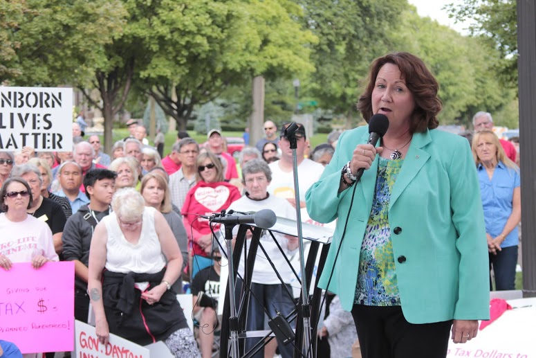 Sue Thayer, former PP Director in IA, speaking at Minnesota FIRESTORM rally at the Governor's mansion on 9.9.15