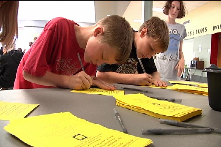 student-pledge-signing-1.jpg
