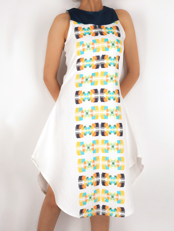 FLARED DRESS   Perfect for a hot sunny afternoon, this dress is bound to keep you cool and stylish. It has the 'Tribal Motif ' print all along the front and back, perfectly complimented with a contrast yoke in the front. Made from 100% Cotton Linen.  Code : 0014FDN