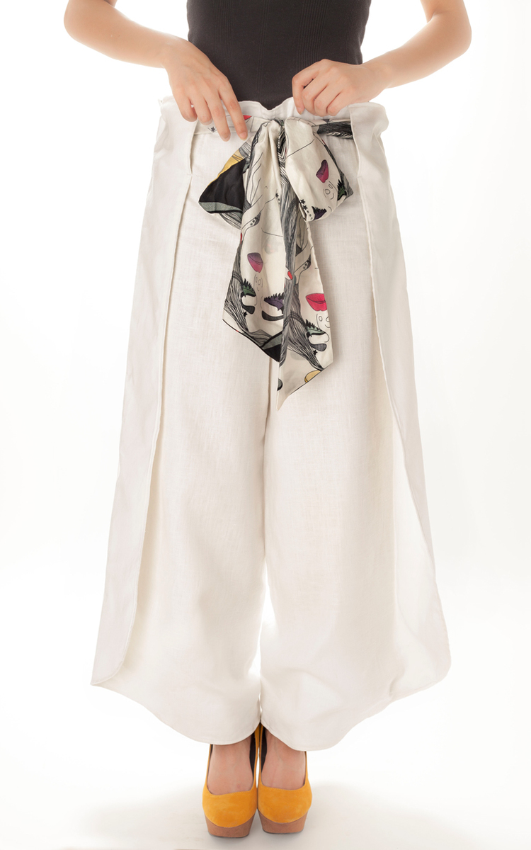 FLARED TROUSER   Comfy and chic, these stark white wide legged pants are paired ­­­with a sash in our 'Twins' print. Made from 100% European Linen and lined with cotton.  SOLD OUT  Code : 004WLT