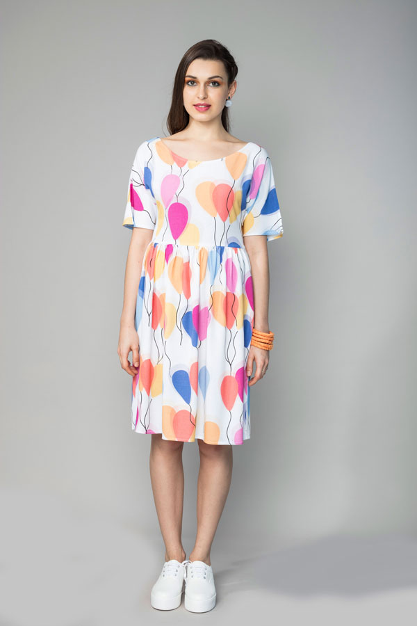 FLY AWAY BALLOON DRESS   Relaxed and comfortable in silhouette, this dress has an empire waistline along which the fabric is lightly gathered. The V shaped back allows you to show off just the right amount of skin. There is an invisible zipper at the side and it is made from soft modal, with our 'Fly Away Balloon' print. Hand wash in cool water.    Size :  S, M, L, XL, C  Code :  0061BBD