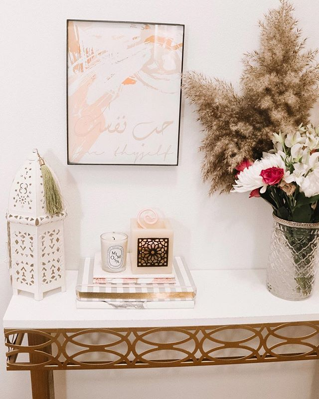 Have you created a space where you can love yourself freely? Your home should always remind you to love yourself everyday! I love to put little notes around my house to keep me in check 💕❤️#interiortherapy : : : : : : . . .#actualinstagramhomes #realhomesofinstagram #mypinterest #nestandthrive #apartmenttherapy #ggathome #lonnyliving #kinfolkhome #pampasgrass #lovelyliving #colorfulliving #smmakelifebeautiful #inspire_me_home_decor #interieurjunkie #bedroomdetails #stopandstaredecor #thedecorsocial #bedroomdetails #smpliving #smploves #mybhg #myhousebeautiful #arabicquotes