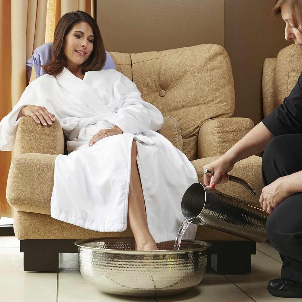 Enjoy a complimentary foot soak ritual in our Relaxation Room before any face or body appointment.