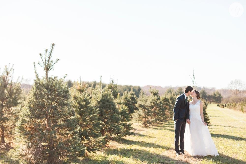 winter-barn-wedding-canopy-creek-farm-ohio_5349.jpg