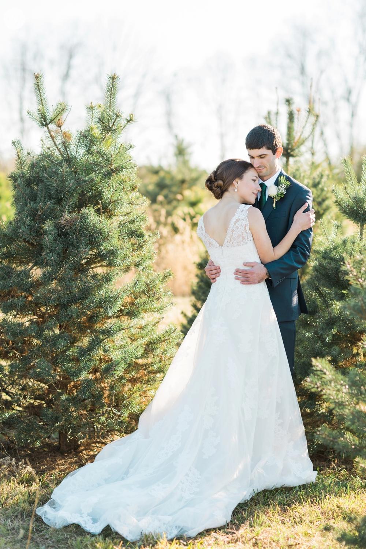 winter-barn-wedding-canopy-creek-farm-ohio_5355.jpg