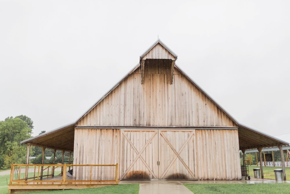 Barn-on-Maryland-Ridge-Indiana-Wedding-Photography-Chloe-Luka-Photography_7817.jpg