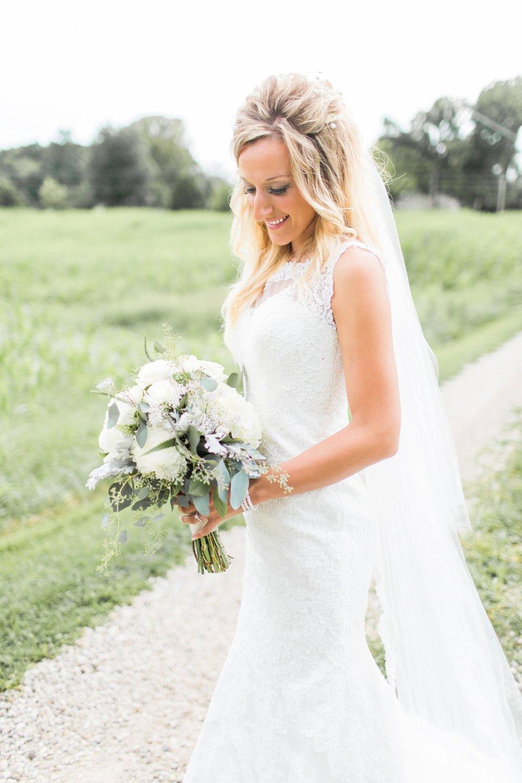 Barn-on-Maryland-Ridge-Indiana-Wedding-Photography-Chloe-Luka-Photography_7857.jpg